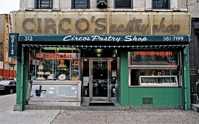 James and karla murray circo 39 s pastry shop for Store fenetre new york